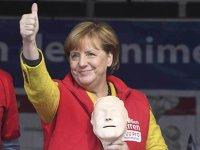 Angela Merkel câştigă al patrulea mandat. Social democraţii pierd ruşinos, extremiştii iau 13,5%, iar pieţele rasuflă uşurate