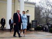Cum a arătat rochia Melaniei Trump la ceremonai de învestire a soţului ei. Ţinuta a fost creată de designerii Ralph Lauren şi Karl Lagerfeld