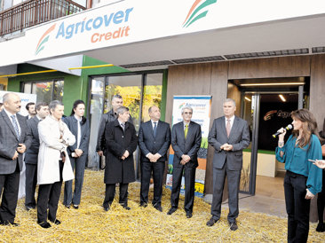 Rekkers face primul pas pentru o reţea de banking pentru agrolatifundiari. Prima oprire, parterul unui bloc din Slobozia