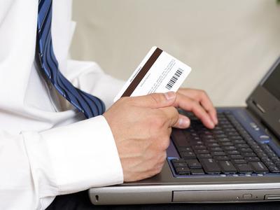 Banca Transilvania a ajuns în martie la 425.000 de utilizatori de internet banking