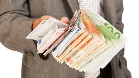 Doar PATRU bănci din România mai percep comision de administrare ZERO la contul curent. Pentru restul, vedeţi cât se plăteşte în fiecare lună aici