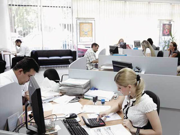 Comisioanele lunare percepute de bănci pentru administrarea contului curent. Diferenţe foarte mari între primele 10 bănci