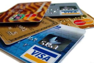 """Ce câştigă de fapt băncile din cardurile de credit cu """"rate fără dobândă"""""""