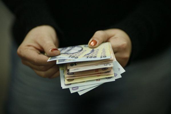 Cum compensează bancherii scăderea marjelor de dobândă. Comisioanele au ajuns să depăşească o treime din totalul veniturilor din taxe şi dobânzi