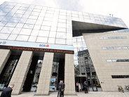Angajaţii celei mai mari bănci din România şi-ar putea face bagajele