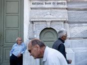 Grecia relaxează controalele de capital pentru a readuce banii în bănci