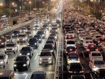 Avertisment: americanii se împrumută mai mult ca niciodată ca să-şi cumpere maşini, în timp ce în economia lor încep să apară fisuri