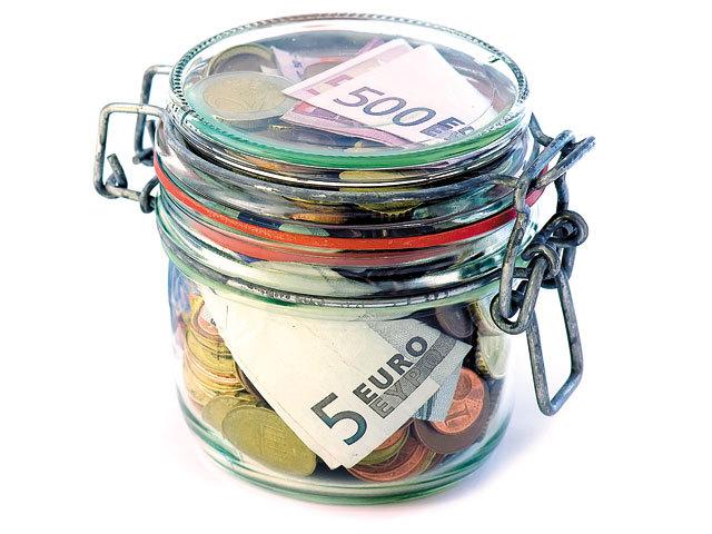 Străinii au retras într-un an aproape un miliard de euro din depozitele pe termen mediu şi lung deschise în bănci româneşti