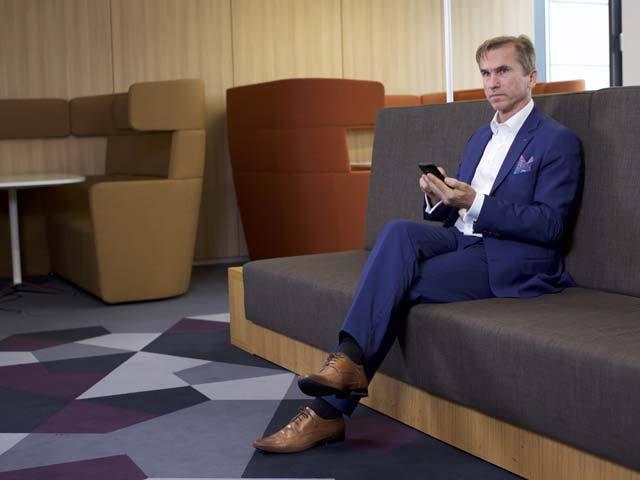 După 12 ani vicepreşedinte pe operaţiuni şi IT la Raiffeisen Bank România, Carl Rossey pleacă la o altă bancă