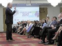 Conferinţa Coface Risc de ţară 2017: Cred că în viitor trebuie să avem o monedă unică în întreaga lume. Aşa ar trebui să decurgă lucrurile. Economiile europene trebuie să facă lucrurile împreună pentru a rezista