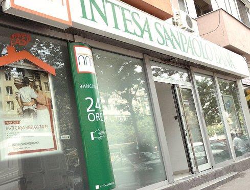 Intesa anunţă că vrea să dea mai multe credite după preluarea Veneto şi Vicenza