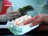 În premieră, o bancă germană îi plăteşte pe oameni să se împrumute