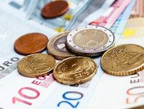 Inegalitatea veniturilor din Europa, temporar diminuată de inundarea pieţelor cu bani