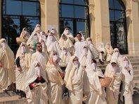 """Algeria vrea să """"arunce cu bani din elicopter"""" pentru a depăşi criza"""
