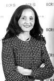 Dana Demetrian, vicepreşedinte BCR,  vrea să-l convingă pe premierul Tudose să-şi facă card şi să nu-şi mai ridice salariul la plic