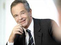 Pentru că a crezut în România, a semnat într-o zi un cec de 3,75 mld. euro pentru BCR. Andreas Treichl, CEO-ul Erste, strategul celei mai mari expansiuni bancare austriece în Europa de Est, este invitatul special al Galei ZF 2017