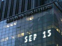 """La zece ani după încheierea crizei financiare, cele mai """"grase"""" bănci ale planetei continuă să ia proporţii"""