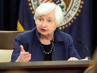 """Fed-ul majorează dobânzile la dolari, încrezător în perspectivele economice pe 2018. În schimb, banca nu crede în """"miracolul economic"""" anunţat de preşedintele Trump"""