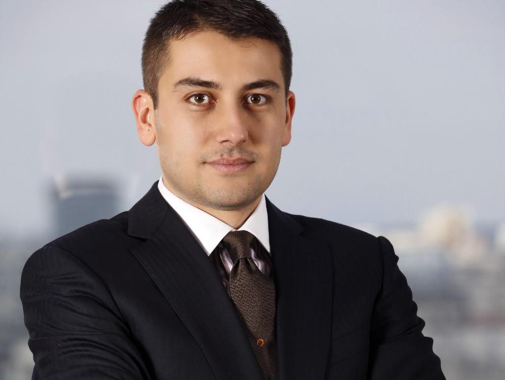 Avocaţii de la Clifford Chance Badea au asistat J.C. Flowers în achiziţia Piraeus Bank România