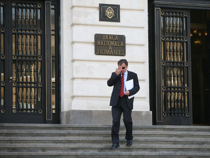 """Lovitură de teatru. Banca Naţională a României se teme de """"potenţiale corecţii fiscale efectuate în acest an în vederea încadrării deficitului bugetar la 3% din PIB."""" Ce informaţii are BNR despre posibile majorări de taxe?"""