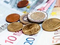 Euro nu reuşeşte să treacă de pragul de 1,25 în raport cu dolarul american. Urmează alegerile din Italia