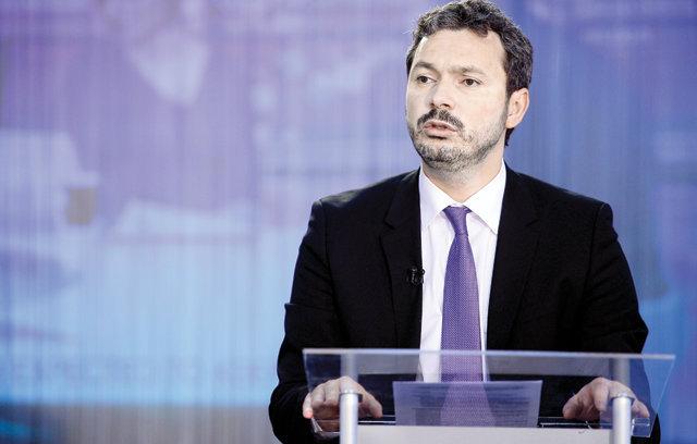 Răzvan Nicolescu, ministrul delegat pentru energie  Ne dorim ca Electrica să devină model pentru România de guvernanţă corporativă. Acordul agreat cu BERD va ajuta mult compania.