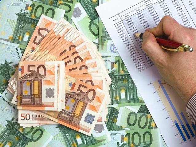 Românii ţin 230 mil. lei în fonduri străine cu randamente şi de 20% în euro