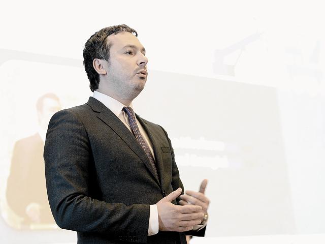 Răzvan Nicolescu, ministrul delegat pentru energie  Companiile de stat trebuie să fie mai ambiţioase în a face investiţii pentru că au bani în conturi. E vorba de companii precum Nuclearelectrica, Electrica şi Hidroelectrica. Este treaba managerilor să propună investiţii profitabile acţionarilor.