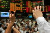 Un val de scăderi loveşte simultan bursele pentru prima oară în şase luni
