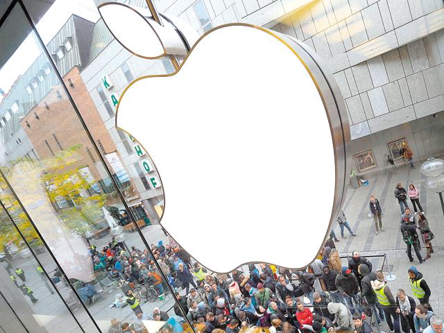 Apple trece de 900 de miliarde de dolari capitalizare, după publicarea rezultatelor la nouă luni. Compania valorează astfel de cinci ori cât produce România într-un an