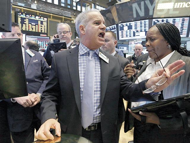 Americanilor nu le este frică de un bubble bursier. Celebrul Dow Jones a trecut pentru prima dată de 24.000 de puncte. Acţiunile companiei care produce avioanele Boeing au crescut cu 73% în acest an, peste Apple care a avut un plus de numai 47%
