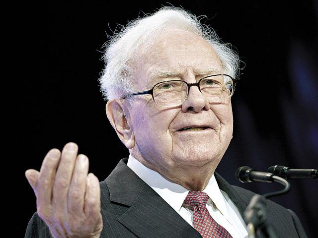 """Warren Buffett, unul dintre cei mai mari investitori ai lumii, regretă că nu a investit în Google şi Amazon şi vrea să-şi spele păcatele prin investiţii masive în Apple. """"Jeff Bezos a reuşit un adevărat miracol"""""""