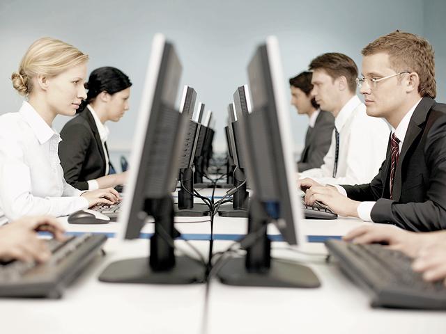 Companiile au făcut mai multe angajări �n primele nouă luni ale anului. Se caută programatori,(...)
