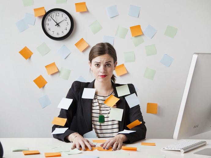 Angajaţii români din IMM-uri sunt campioni europeni după prezenţa la birou, dar codaşi la productivitate