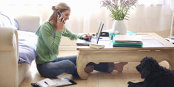 Angajaţii care lucrează de acasă sunt mai productivi şi mai fericiţi, iar cei care vor să facă acest lucru încep să câştige teren la recrutare