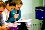 Ce vor tinerii de la un loc de muncă: mediu de lucru plăcut, siguranţă şi posibilitatea de avansare