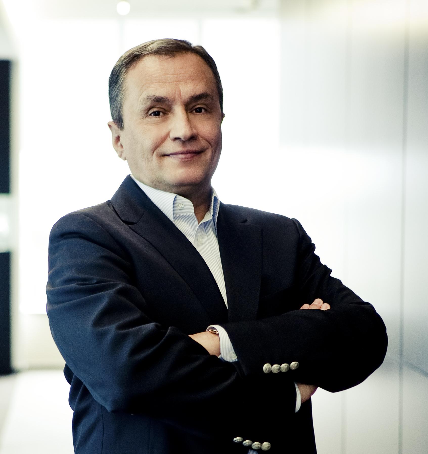 O nouă viaţă: George Copos l-a recrutat pe Vasile Iuga de la PwC, ca preşedinte al boardului Ana Hotels, unde a înlocuit-o pe Alexandra Copos