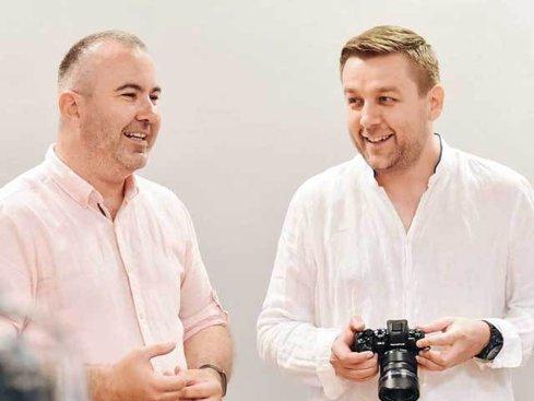 """Doi antreprenori au pus bazele primului hub de fotografie în Bucureşti. """"Ne dorim să devenim liantul dintre fotografi şi producătorii distribuitorii de echipamente fotografice"""""""