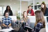 Schimbări DRAMATICE pe piaţa muncii. Angajatorii sunt OBLIGAŢI să apeleze la măsuri şoc, iar salariile explodează. Ce se întâmplă?