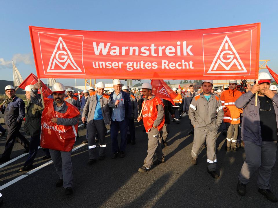 Cel mai puternic sindicat din Germania pregăteşte o campanie de amploare pentru a forţa creşterea salariilor cu 6%, iar efectele majorărilor se vor simţi în toată Europa