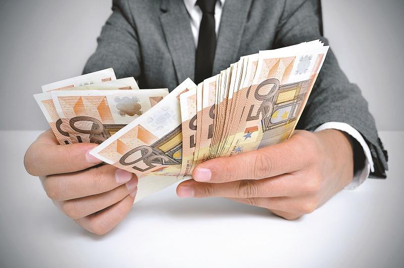 Un salariu pe zi în România. Cât câştigă un digital marketing manager