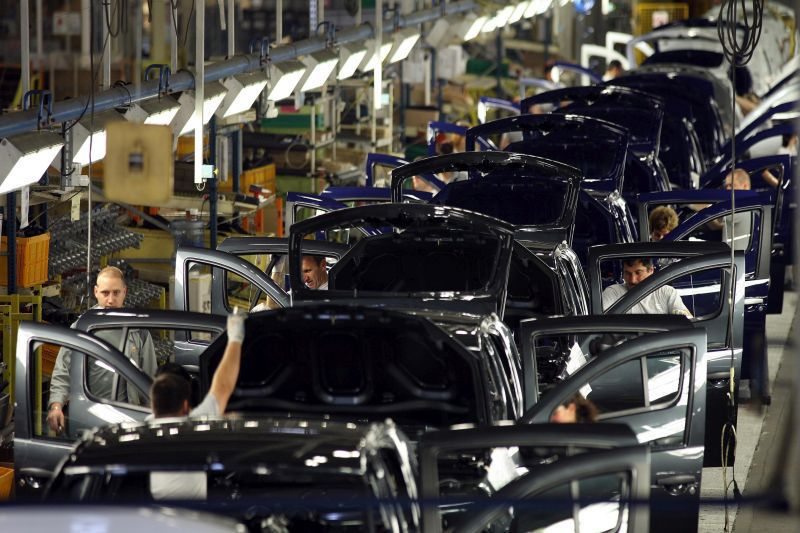 Un salariu pe zi în România. Cât câştigă un manager de producţie în industria auto