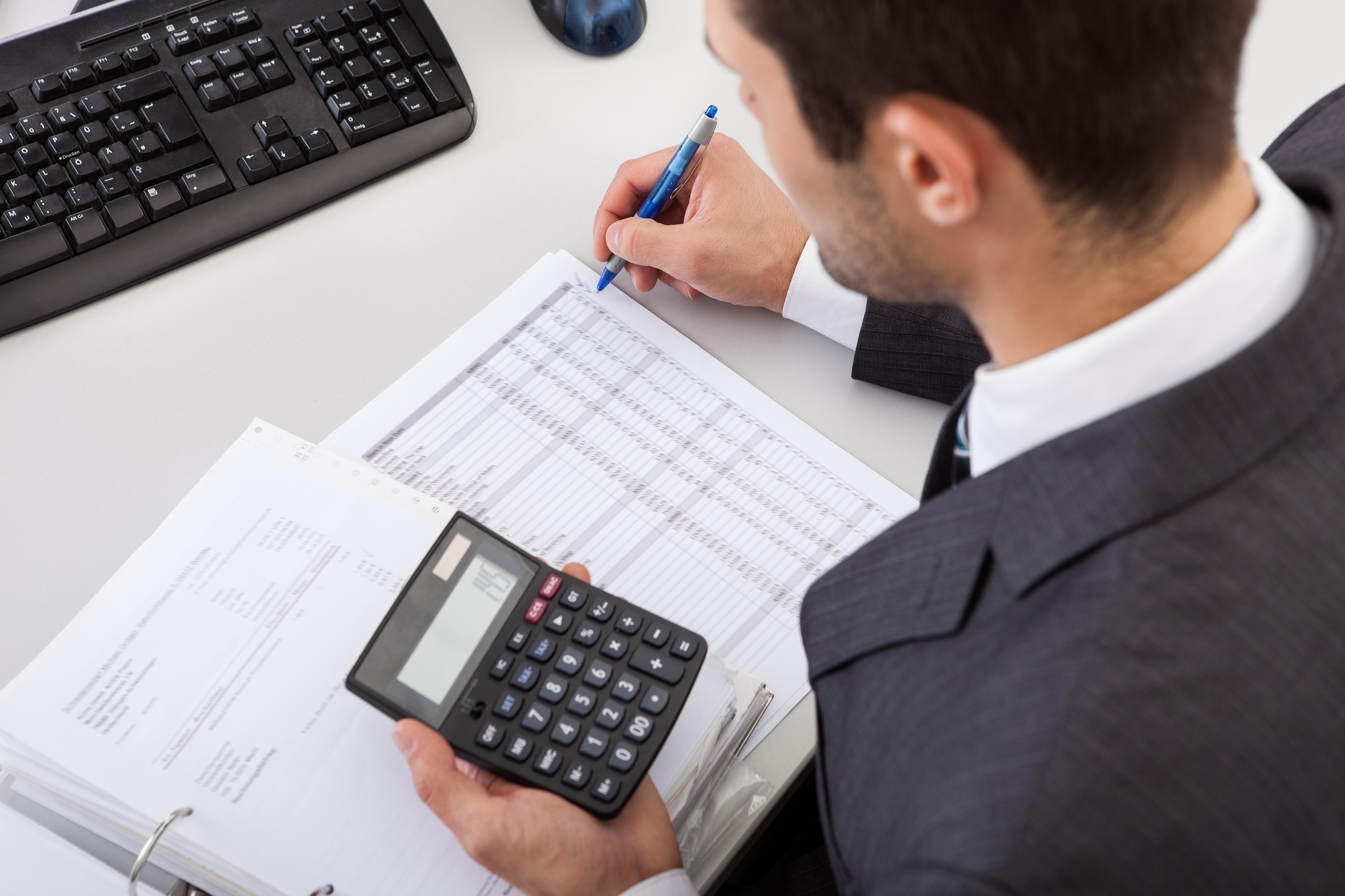Un salariu pe zi în România. Cât câştigă un contabil-şef într-o companie de servicii