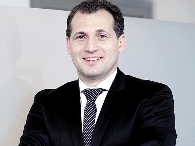 Un salariu pe zi în România. Cât câştigă un director de vânzări în sectorul serviciilor financiare