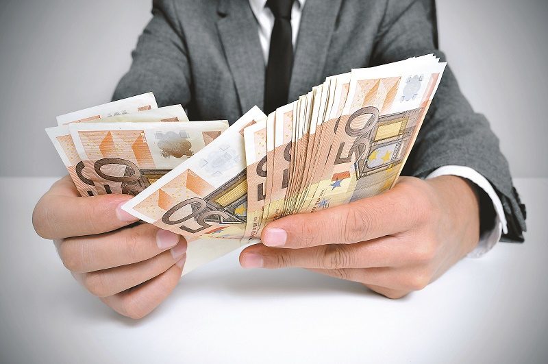 Un salariu pe zi în România. Cât câştigă un digital marketing analyst