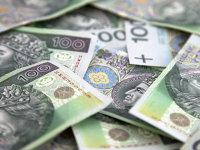 Polonia vrea să cheltuiască 1,5 miliarde de zloţi anual pe un bonus pentru elevi