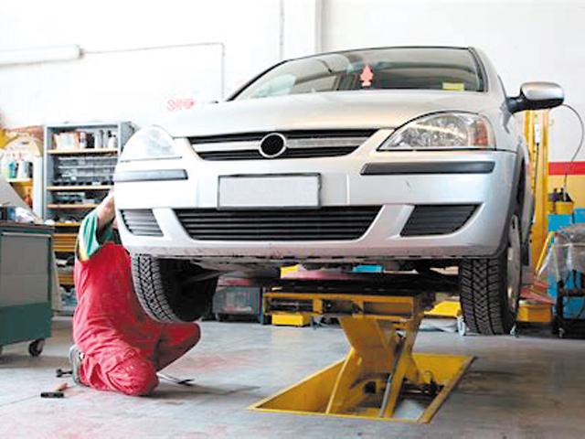Un salariu pe zi în România. Cât câştigă un mecanic auto