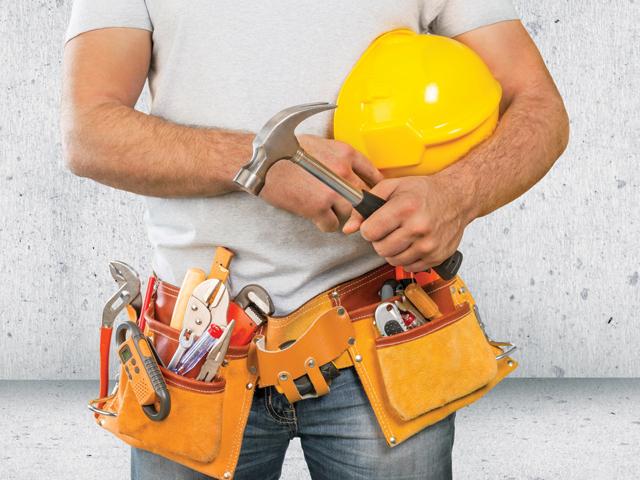 """Numărul de salariaţi din construcţii s-a înjumătăţit în mai puţin de zece ani. """"Încă nu există un echilibru între salariile din România şi cele din străinătate"""""""