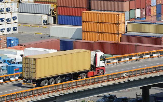 România / Zero exporturi de tractoare în primele șase luni