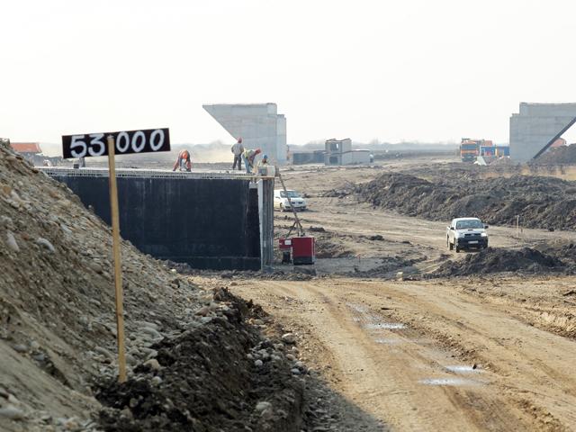 România plăteşte 6 mld. lei pentru cei 280 km de autostrăzi în lucru